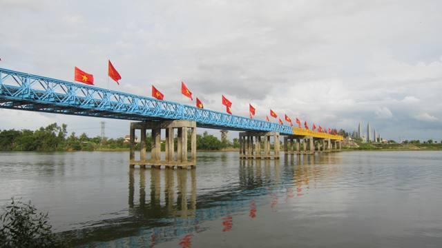 hien-luong-bridge-dmz-viet-nam