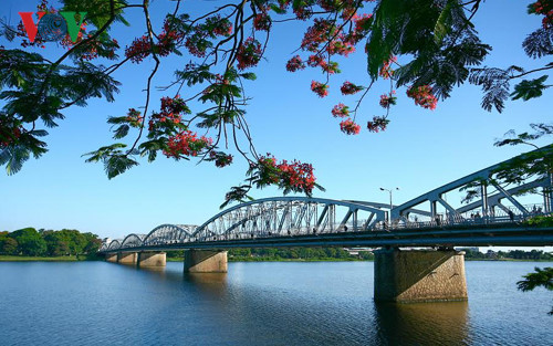 truong-tien-bridge-hue-vietnam