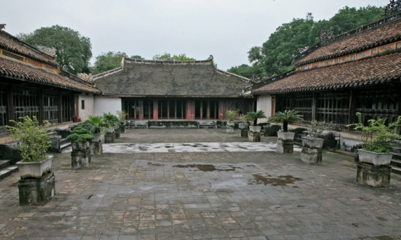 temple-area-tu-duc-tomb-in-hue
