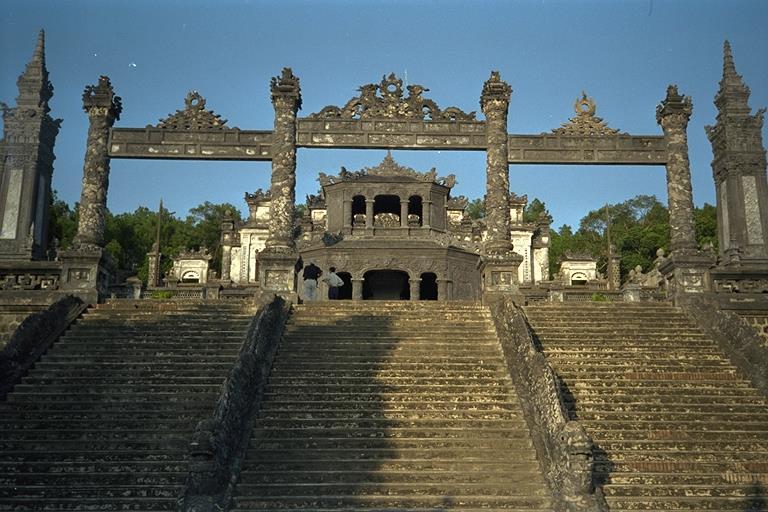 khai-dinh-tomb-gate