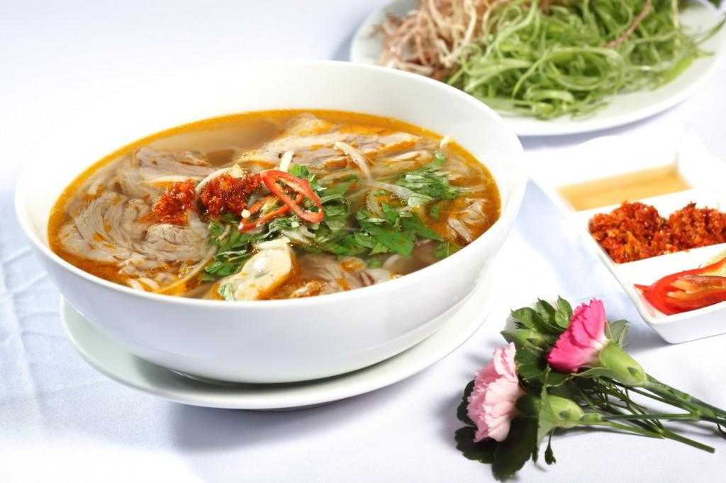 hue-beef-noodle-bolw