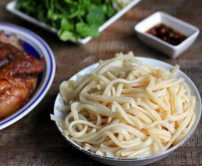 cao-lau-noodle