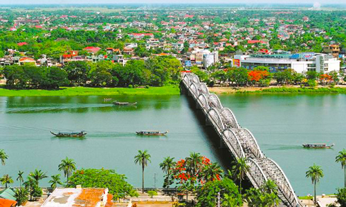 perfume-river-in-hue-city