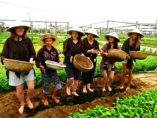 being-the-farmer-in Tra Que village Hoi An
