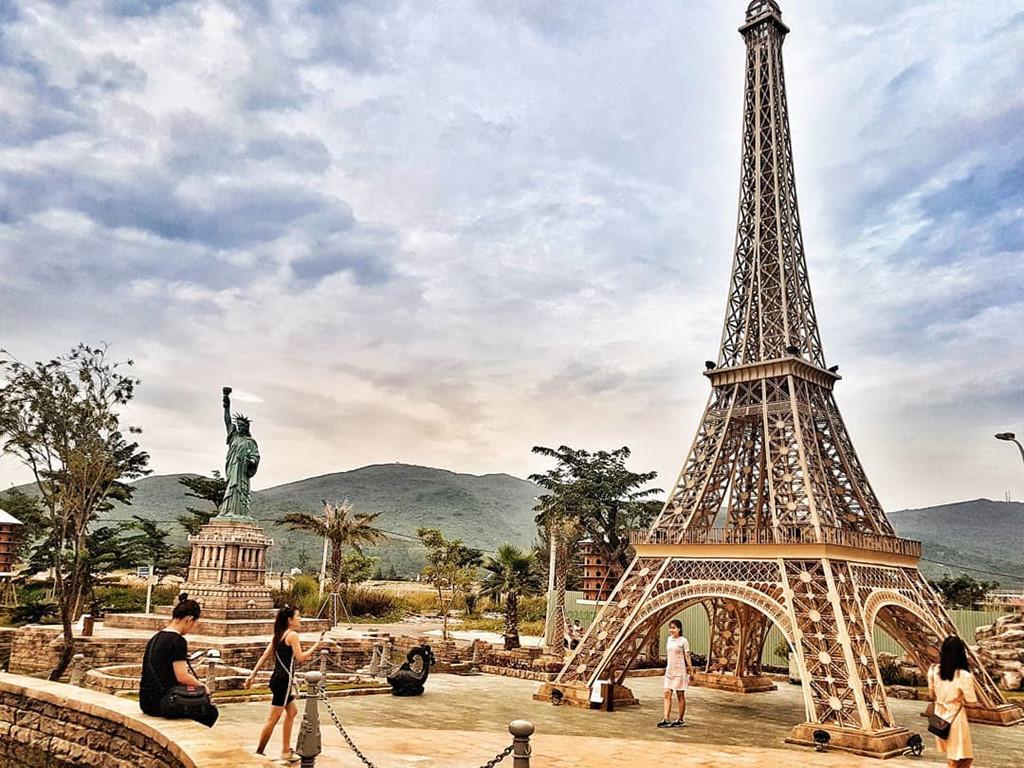Thuê xe máy Đà Nẵng trả ở Huế thăm công viên kỳ quan thế giới